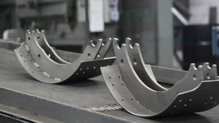 Brake Pads vs Brake Shoes: Working Principle and Pros Cons