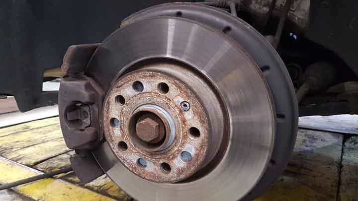 Grinding Noise When Braking >> 7 Causes Of Grinding Noise Vibration When Braking Autocartimes Com