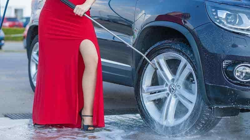 How Much to Tip a Car Wash or Car Service